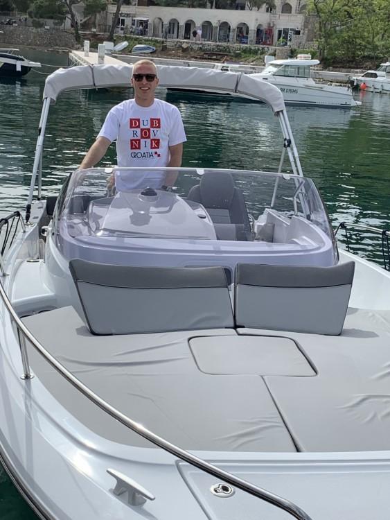 Huur Motorboot met of zonder schipper Jeanneau in Cavtat