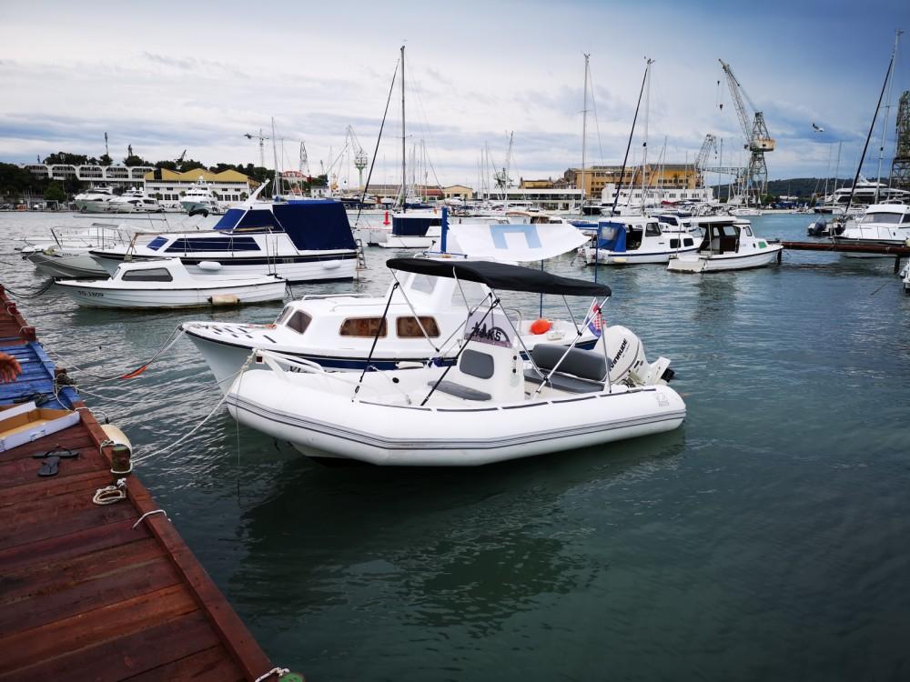 Zodiac Yachtline 480 Deluxe Rib te huur van particulier of professional in Trogir