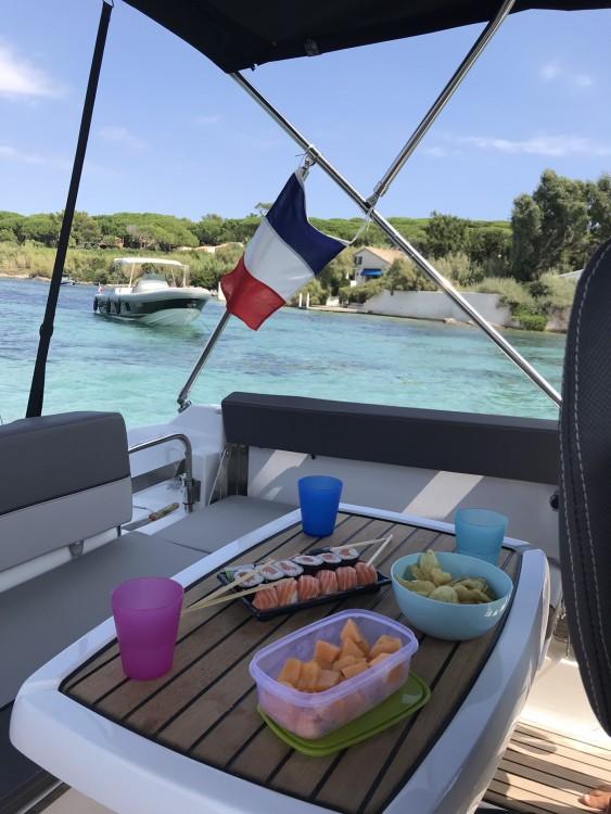 Jeanneau Cap Camarat 7.5 WA Serie 2 te huur van particulier of professional in Sainte-Maxime