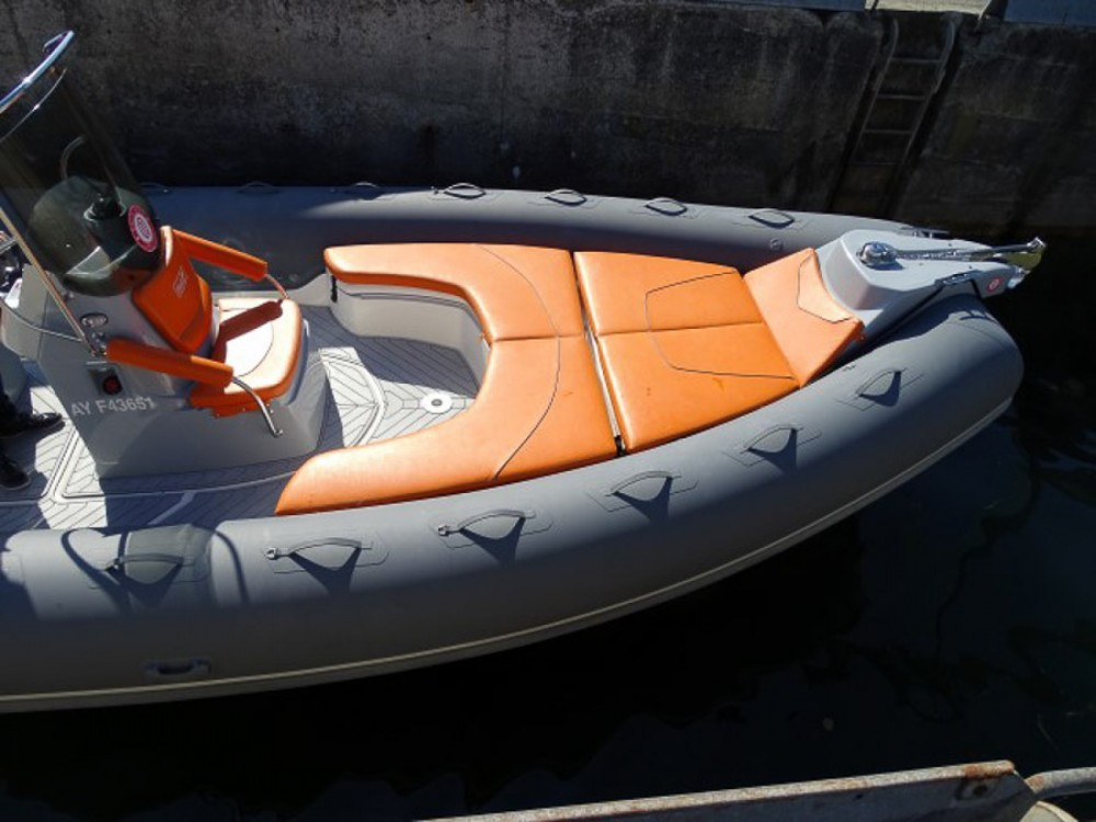 Jachthuur in La Trinité-sur-Mer - Bwa Sport 28 GTc via SamBoat