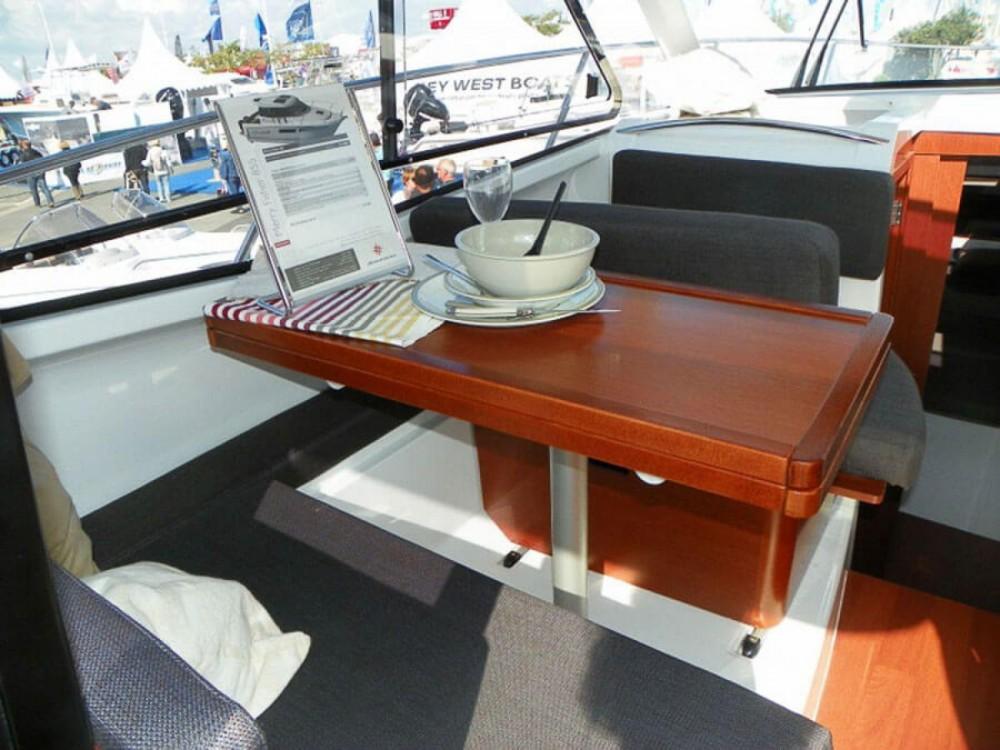 Jeanneau Merry Fisher 855 te huur van particulier of professional in La Trinité-sur-Mer