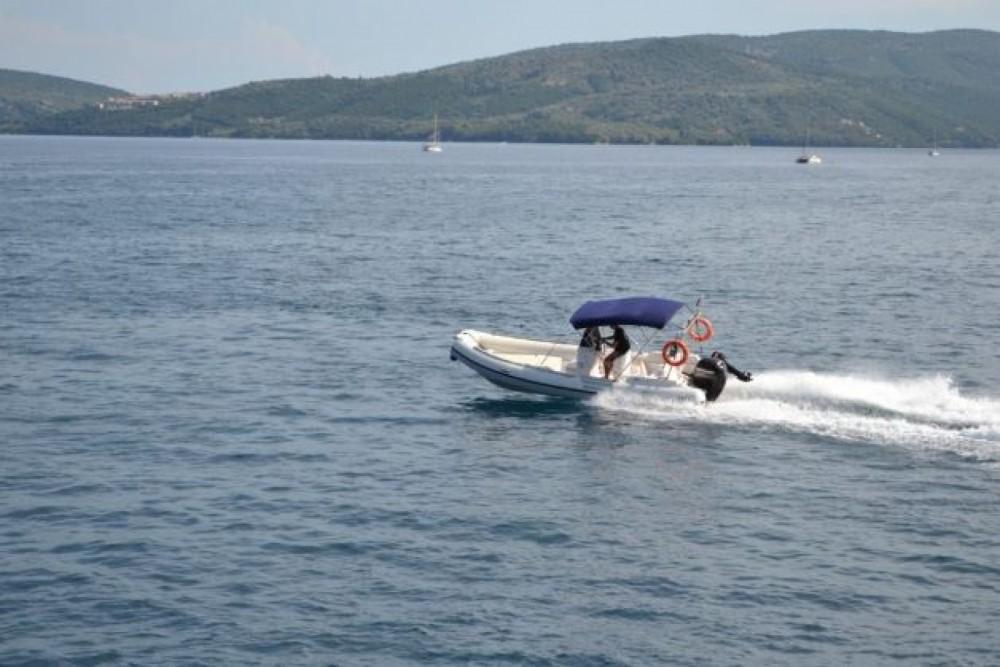 Verhuur Rubberboot Predator met vaarbewijs