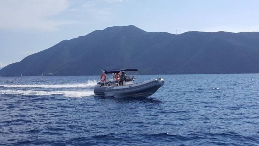 Huur Rubberboot met of zonder schipper Predator in Nydri