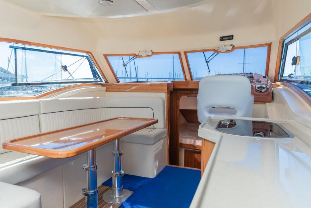 Verhuur Motorboot Damor met vaarbewijs