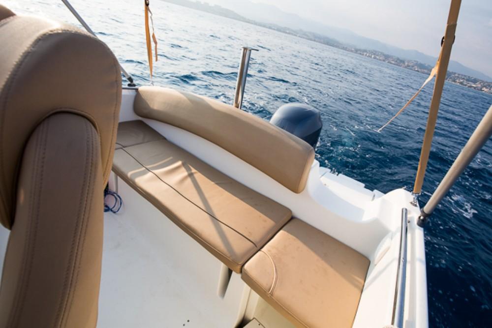 Motorboot te huur in Saint-Laurent-du-Var voor de beste prijs