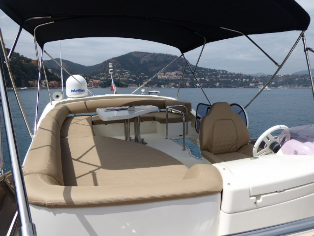 Bootverhuur Azimut Azimut 43 Fly in Cannes via SamBoat