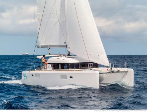 Verhuur Catamaran in Propriano - Lagoon Lagoon 39