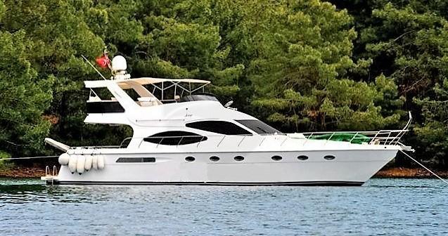 Verhuur Motorboot custom built YACHT met vaarbewijs