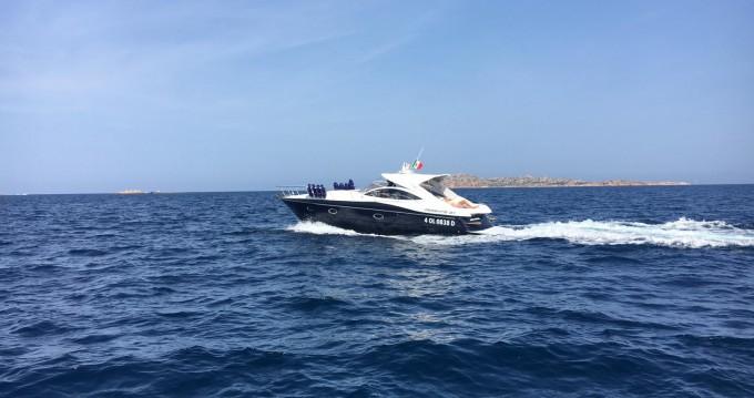 Huur Motorboot met of zonder schipper Pershing in Porto Cervo