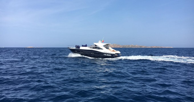 Verhuur Motorboot Pershing met vaarbewijs