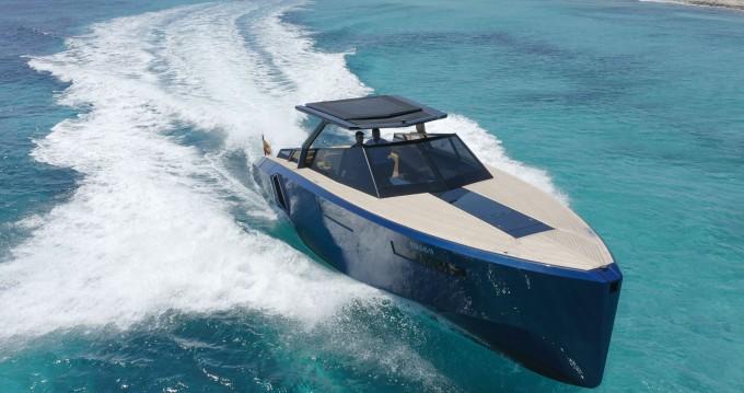 Verhuur Motorboot EVO Yachts met vaarbewijs