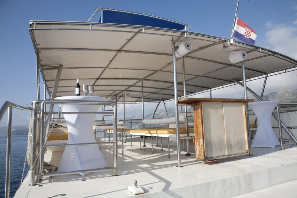Huur een Monte Marine Yachting Cat 17 Party in Cavtat