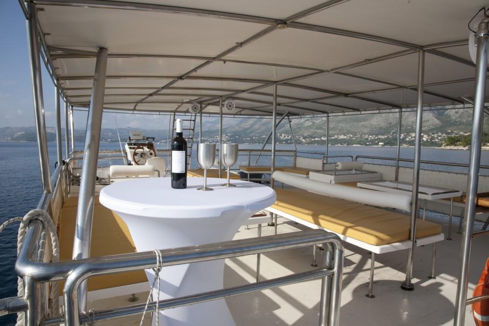 Bootverhuur Monte Marine Yachting Cat 17 Party in Cavtat via SamBoat