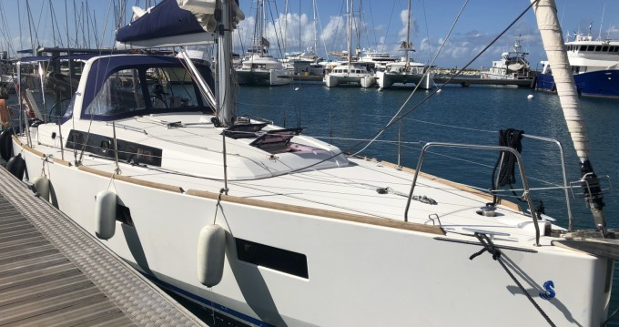 Verhuur Zeilboot in Pointe-à-Pitre - Bénéteau Oceanis 38 Weekender