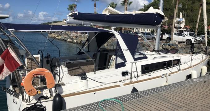 Huur een Bénéteau Oceanis 38 Weekender in Le Marin