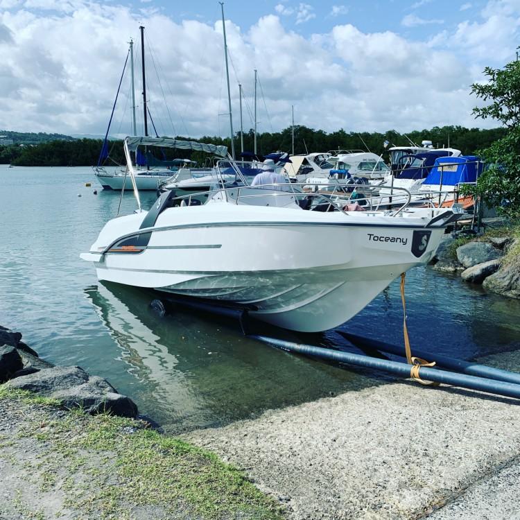 Huur Motorboot met of zonder schipper Bénéteau in Fort-de-France