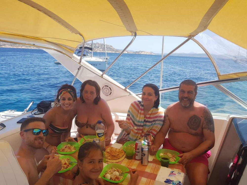 Motorboot te huur in Porto Pozzo voor de beste prijs
