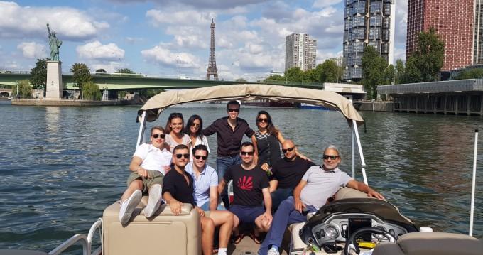 Huur een Suntracker Party Barge 24 in Paris