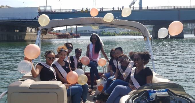 Bootverhuur Paris goedkoop Party Barge 24