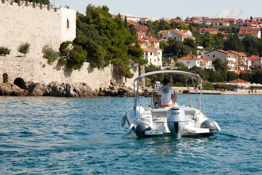 Rubberboot te huur in Krk voor de beste prijs