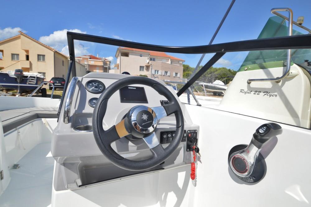 Motorboot te huur in Betina voor de beste prijs