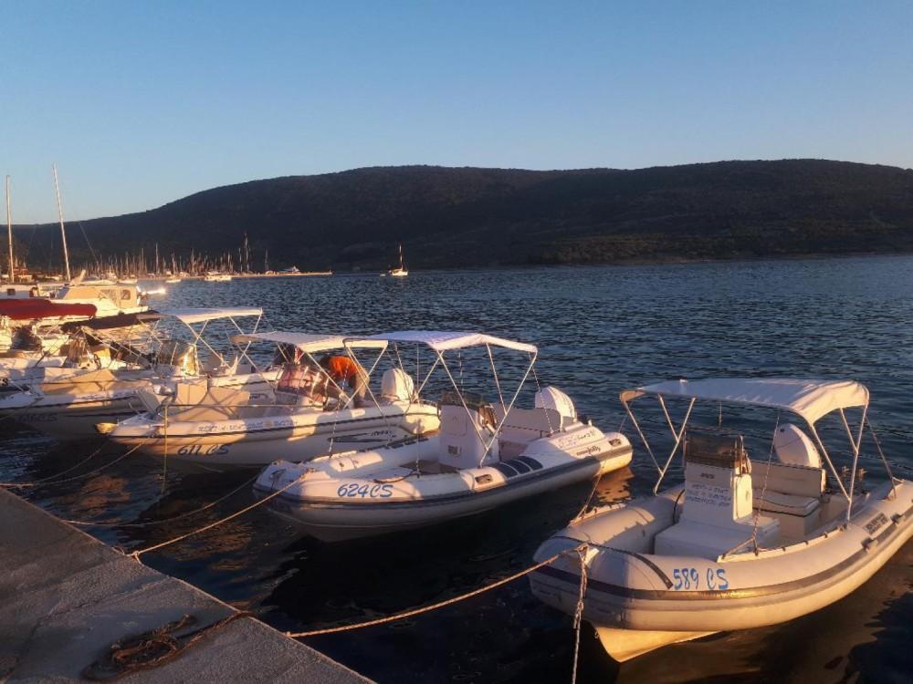 Rubberboot te huur in Cres voor de beste prijs