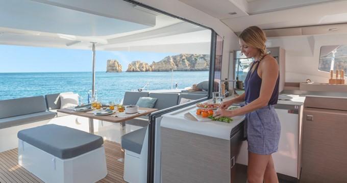Verhuur Catamaran in Volos - Fountaine Pajot Elba 45