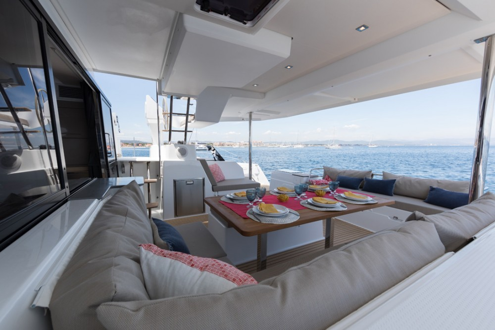 Fountaine Pajot Saona 47 te huur van particulier of professional in Victoria