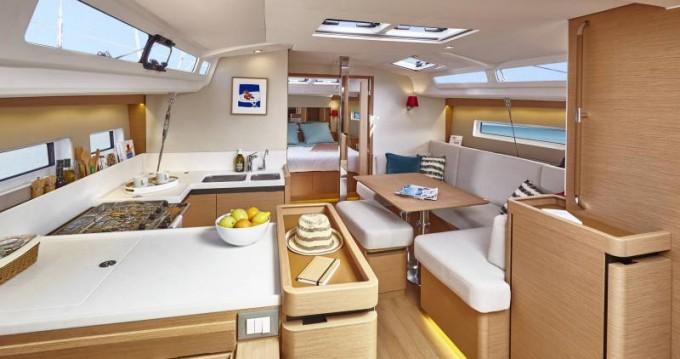 Bootverhuur Jeanneau Sun Odyssey 440 in Playa Sardinera via SamBoat