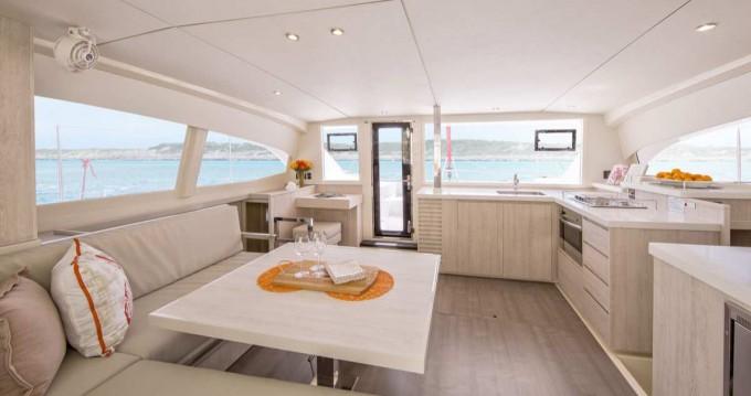 Jachthuur in Marina di Portorosa - Robertson and Caine Leopard 40 via SamBoat