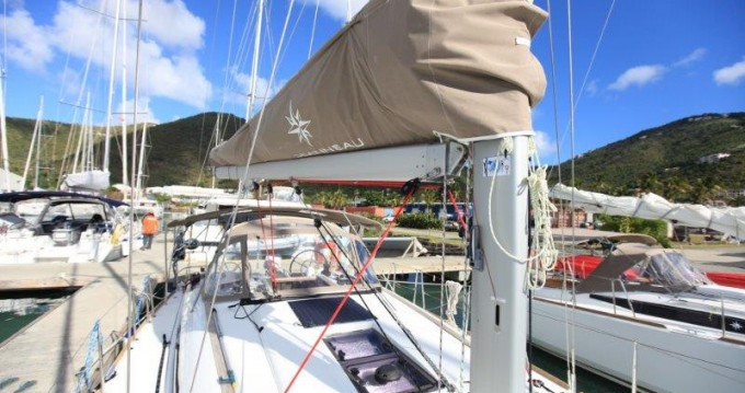 Huur een Jeanneau Sun Odyssey 419 in Tortola