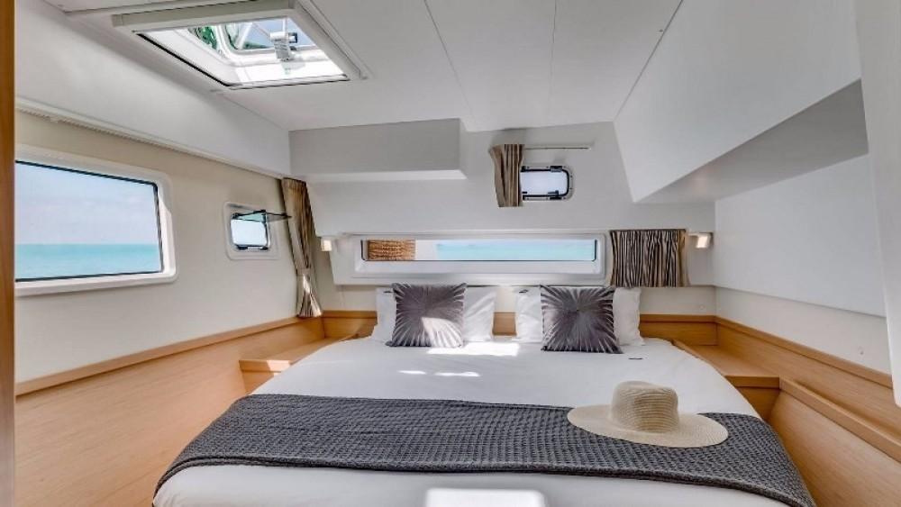 Catamaran te huur in Πρέβεζα voor de beste prijs