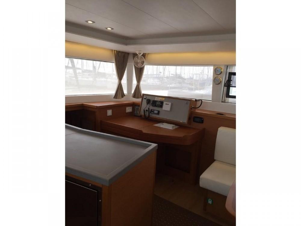 Huur Catamaran met of zonder schipper Lagoon in Marina de Alimos