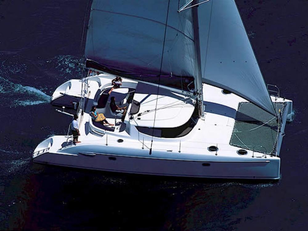 Verhuur Catamaran in Bay of Zea - Fountaine Pajot Lavezzi 40