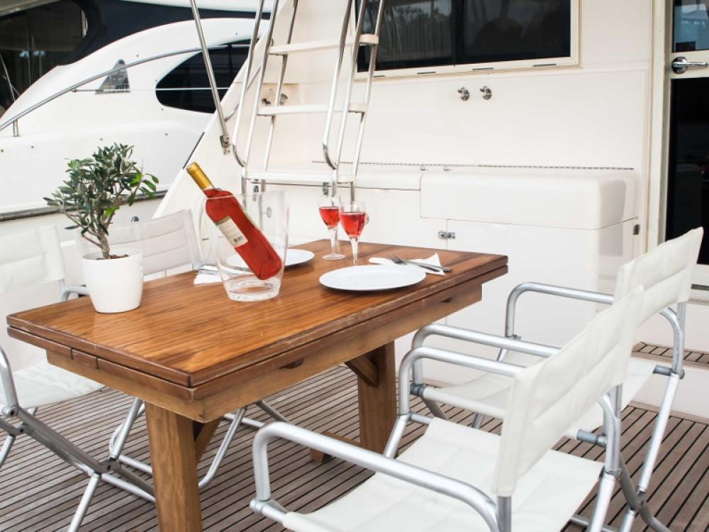 Huur Motorboot met of zonder schipper Riviera in Marina de Alimos