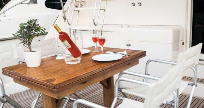 Huur Motorboot met of zonder schipper Riviera in Álimos