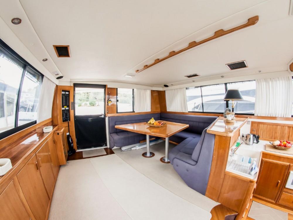 Verhuur Motorboot in Marina de Alimos - Riviera Riviera 48