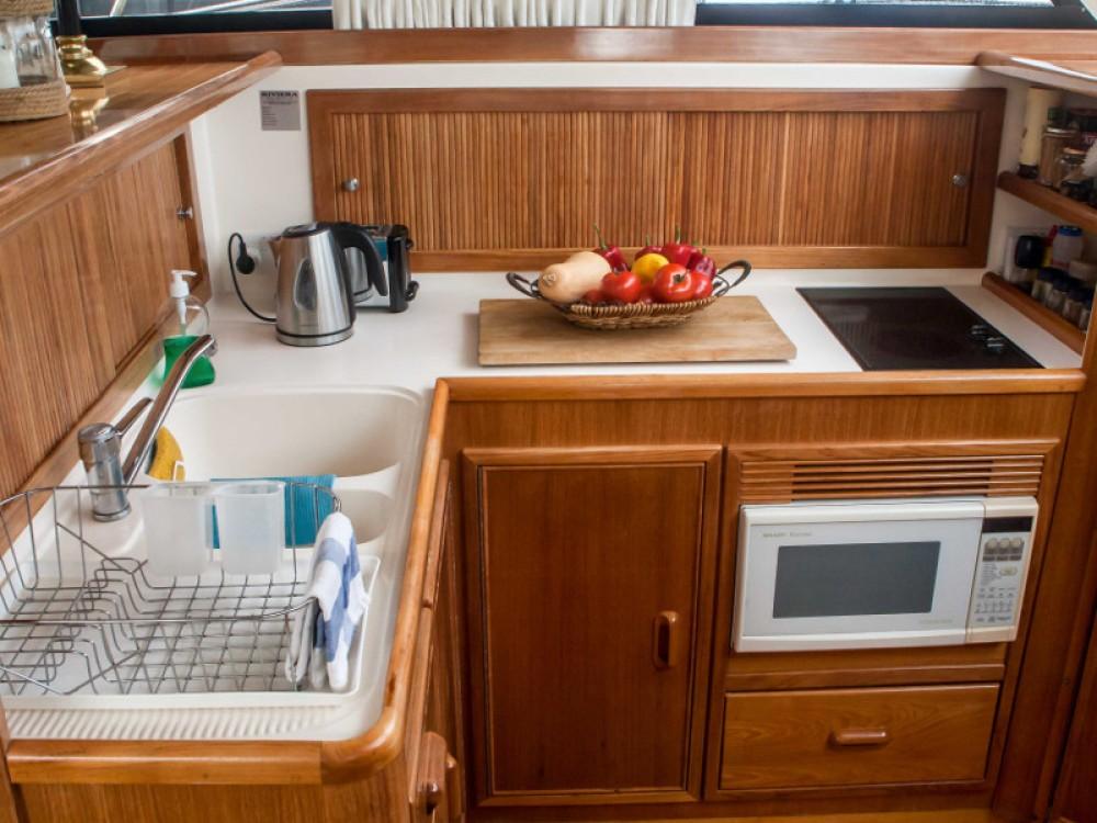 Motorboot te huur in Marina de Alimos voor de beste prijs