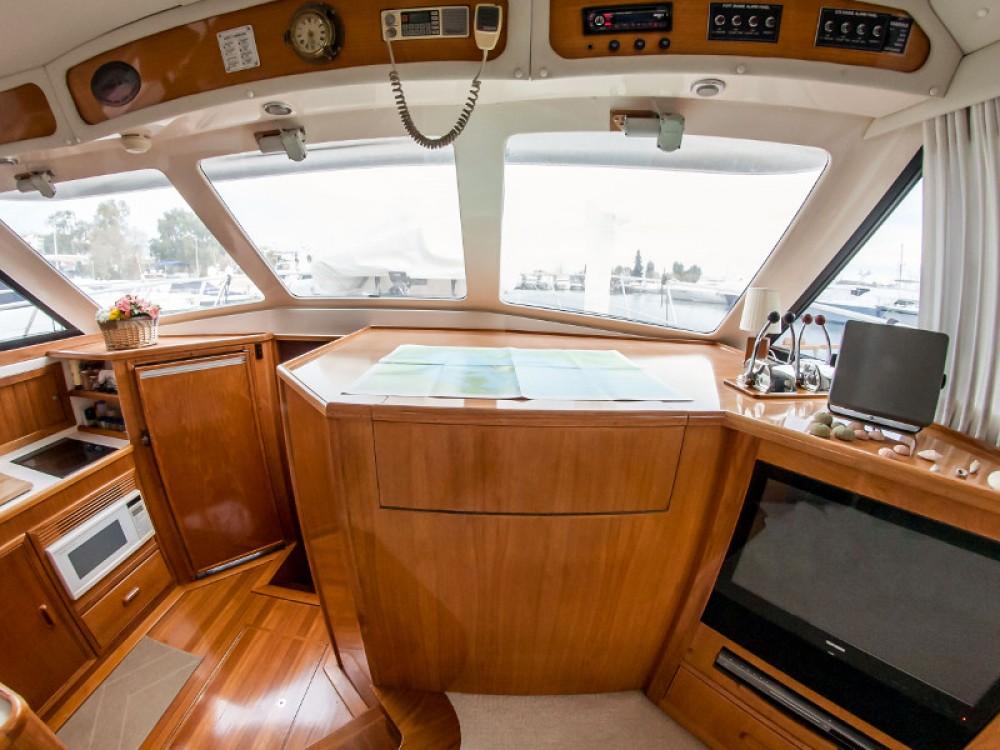 Jachthuur in Marina de Alimos - Riviera Riviera 48 via SamBoat