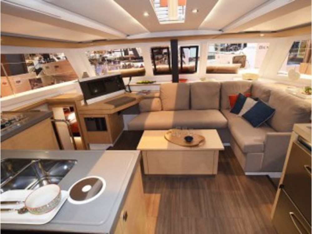 Fountaine Pajot Lucia 40 te huur van particulier of professional in Victoria
