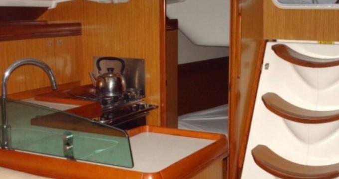 Bootverhuur Jeanneau Sun Odyssey 42i in Lávrio via SamBoat