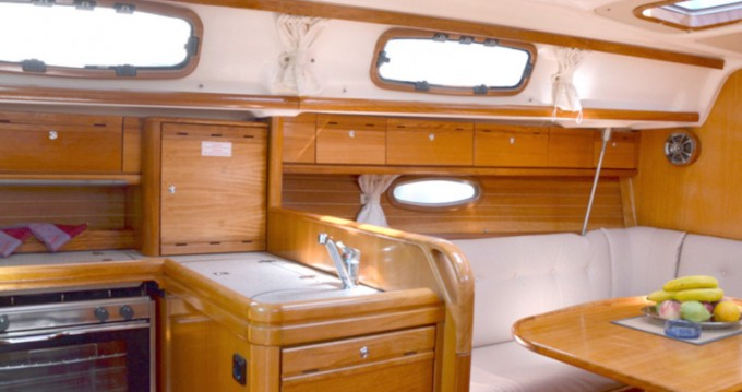 Bootverhuur Lávrio goedkoop Bavaria 33 Cruiser