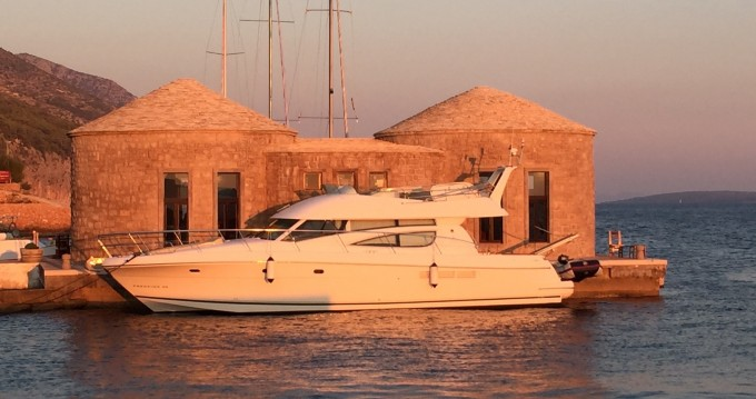 Verhuur Motorboot in Cannigione - Jeanneau Prestige 46 Fly-a