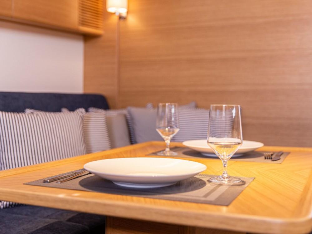 Zeilboot te huur in Olympic Marina voor de beste prijs