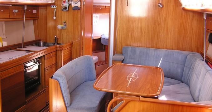 Huur een Bavaria Bavaria 40 Cruiser in Δημοτική Ενότητα Λευκάδος