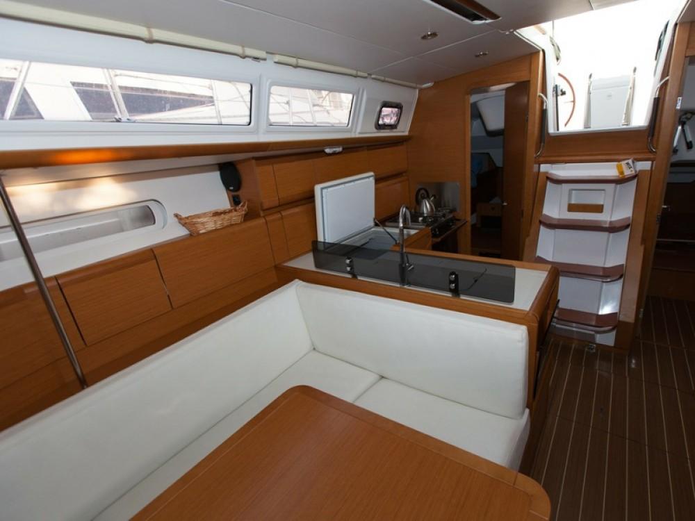 Huur een Jeanneau Sun Odyssey 379 in Palma de Mallorca
