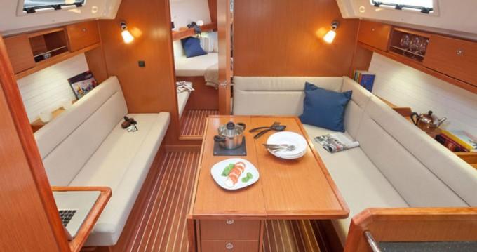 Huur een Bavaria Cruiser 36 in Trogir