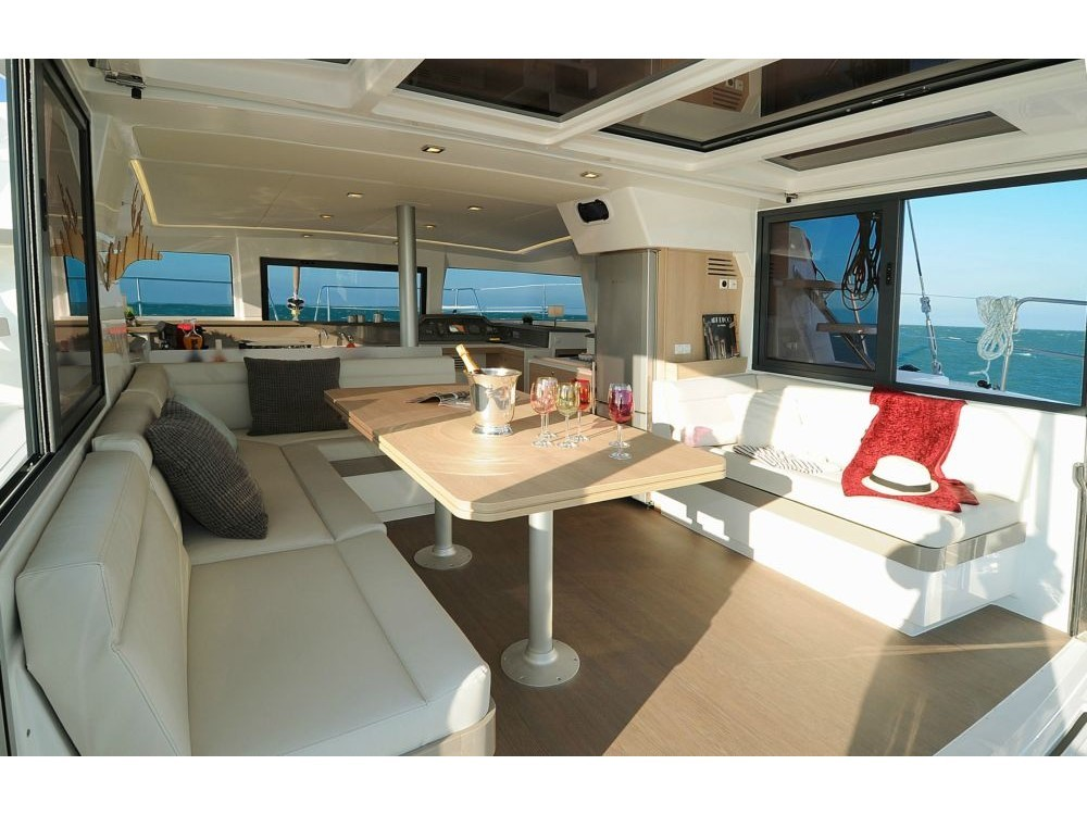 Catamaran te huur in Βόλος voor de beste prijs