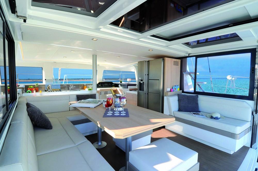 Catamaran te huur in Δήμος Βόλου voor de beste prijs