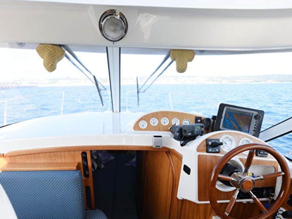 Motorboot te huur in Grad Zadar voor de beste prijs